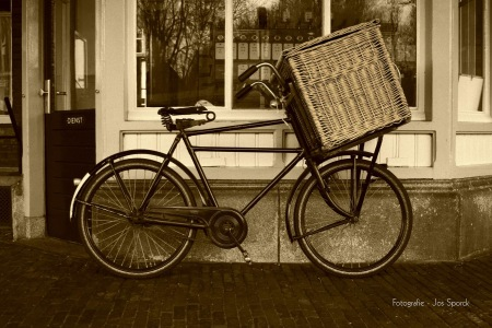Transportfiets in sepia